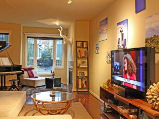 Cozy Townhouse with Internet Access and A/C - Seattle vacation rentals