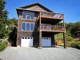 MANZANITA MAGIC~Upper~Walkable to the park, town and across from the beach!! - Manzanita vacation rentals