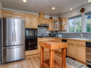 Kodiak Retreat, Your Perfect Mountain Getaway 3BR 2.5 Bath, Sleeps 7 - Truckee vacation rentals