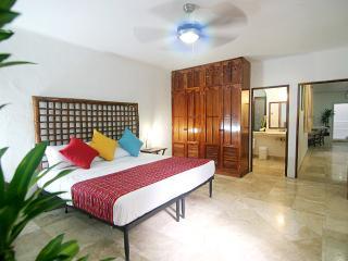 Spacious 1-bdr, between 5th and Mamitas! - Playa del Carmen vacation rentals