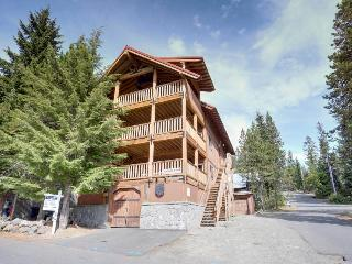 Spacious home - pet-friendly and with room for 16! - Government Camp vacation rentals