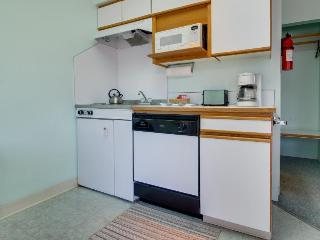Gas fireplace, walk to town & beach - Seaside vacation rentals