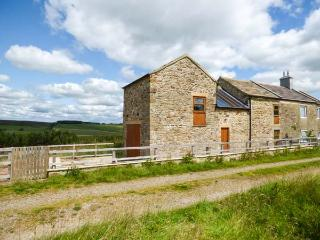 BLACKBURN COTTAGE BARN, semi-detached, off road parking, enclosed patio, Wolsingham, Ref. 925002 - Wolsingham vacation rentals