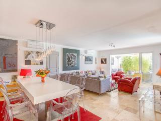 Spacious 6 bedroom House in Villeneuve-Minervois with A/C - Villeneuve-Minervois vacation rentals