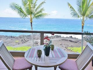 Ocean Front, 3 bath, 2 bed with loft ,surf & Racquet1305 sleeps 6-SR 1305 - Kailua-Kona vacation rentals