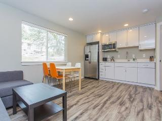 Explorer's 2BR Apartment Beside Victoria Creek – 10 Mins. from Downtown - Seattle vacation rentals
