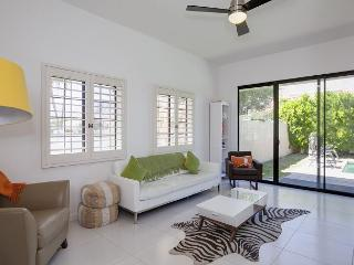 Mod Palm Springs House with Private Pool - Sleeps 9 - Palm Springs vacation rentals