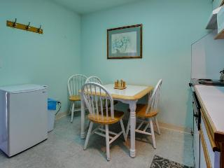 Gas fireplace, walking distance to town & beach! - Seaside vacation rentals
