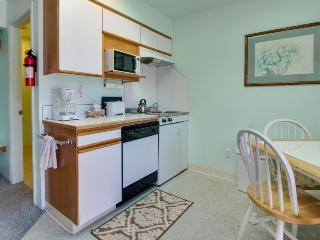 Affordable studio w/ entertainment & easy beach access - great location! - Seaside vacation rentals