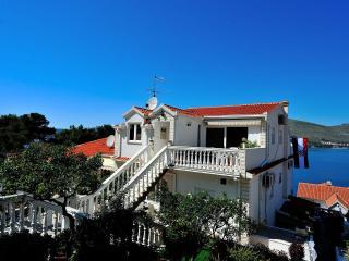 5988 A(4+1) - Okrug Donji - Okrug Donji vacation rentals