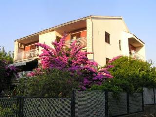 Nice Condo with Television and Satellite Or Cable TV - Loviste vacation rentals