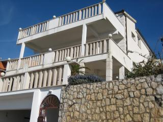001OKRGD  A6(4+3) - Okrug Donji - Okrug Donji vacation rentals