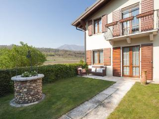 Lovely rural farmhouse in vineyards - Garda vacation rentals