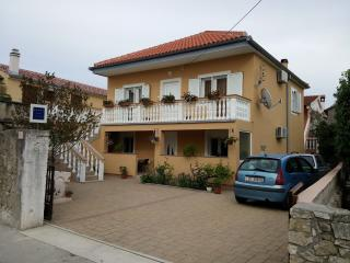Bright 2 bedroom Nin Apartment with Television - Nin vacation rentals