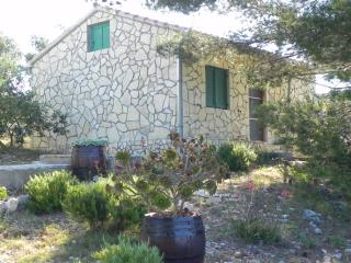 Cozy 2 bedroom House in Maslinica - Maslinica vacation rentals