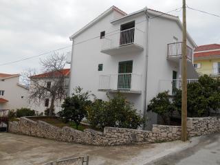 Cozy 3 bedroom Condo in Okrug Gornji - Okrug Gornji vacation rentals