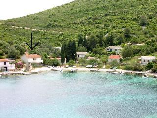 00104UVRO  A2(2+2) Mali - Cove Rogacic (Vis) - Cove Rogacic vacation rentals