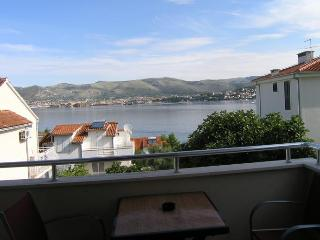Nice Condo with Television and Satellite Or Cable TV - Okrug Gornji vacation rentals