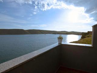 Nice Condo with Television and Satellite Or Cable TV - Vlasici vacation rentals
