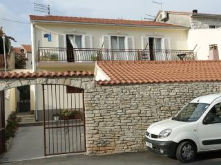 Senija A1(6) - Supetar - Supetar vacation rentals