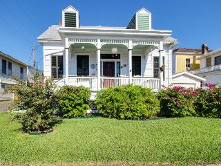 Historic, quiet, and dog-friendly cottage - great for families! - Galveston Island vacation rentals