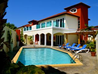 The Best 10 persons Villa at Palm Beach Aruba - Noord vacation rentals