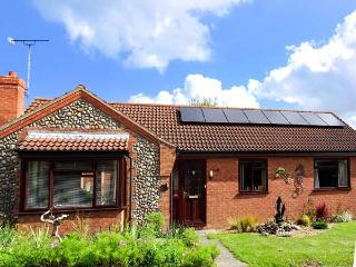 DRIFTWOOD HOLLOW, detached, all ground floor, en-suite, pet-friendly, in Mundesley, Ref 927332 - Mundesley vacation rentals