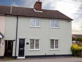 ANGEL COTTAGE, character cottage with WiFi, pets welcome, enclosed garden, near amenities in Hadleigh, Ref. 928053 - Hadleigh vacation rentals