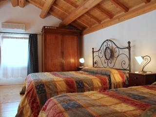 Nice Townhouse with Internet Access and A/C - Montegalda vacation rentals
