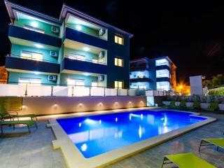 New luxury apartment with pool -s1! - Okrug Gornji vacation rentals
