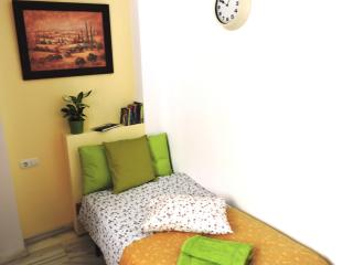 Single room with breakfast, B&B Center Granada - Granada vacation rentals