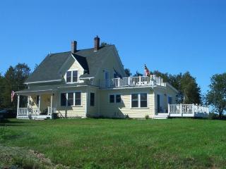 Beautifully Renovated 4 Bedroom Farmhouse - Brooksville vacation rentals