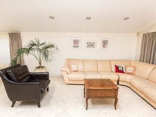 LUXURIOUS 3BDR HOUSE (SHERMAN OAKS) - Los Angeles vacation rentals