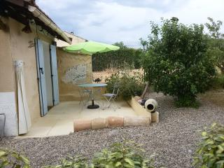 Small Cottage, terrace, large garden/Mt Ventoux - Carpentras vacation rentals