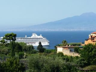 amazing central apt seaview freeWiFi  for 6 people - Sorrento vacation rentals