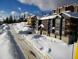 Glacier Lodge 106 Whitehorse Lane Central Location in Big White Ski Resort - Big White vacation rentals