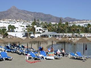 BEACHFRONT,OFFERS,CLUB PLAYAS DEL DUQUE1. WiFi - Puerto José Banús vacation rentals
