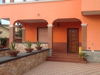Appartamento trilocale con parcheggio interno - Torvaianica vacation rentals