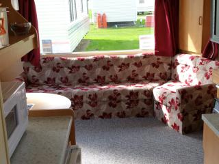 Park Resorts Static Caravan 2 Bed Near Clacton - Clacton-on-Sea vacation rentals