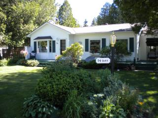 """Beyond the Dunes"" cottage rental in Ont. Canada - Southampton vacation rentals"