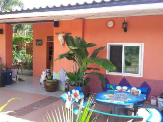 Bright 3 bedroom Tha Maka House with Internet Access - Tha Maka vacation rentals