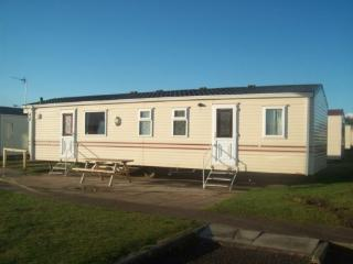 Nice Caravan/mobile home with Shared Outdoor Pool and Shared Indoor Pool - Prestatyn vacation rentals