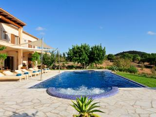 Finca Alou, 5 bedrooms villa with pool - Cala d'Or vacation rentals