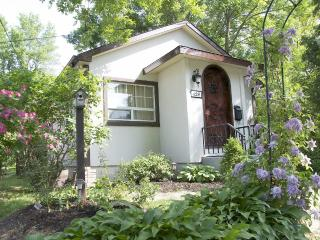 Charming Cottage in Niagara-on-the-Lake with A/C, sleeps 4 - Niagara-on-the-Lake vacation rentals