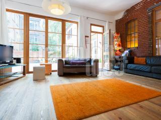 Former Harley Garage Apartment in Berlin - Berlin vacation rentals