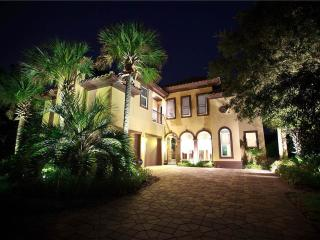 Casa Bahari - 5BR, Gorgeous pool area and private - Destin vacation rentals