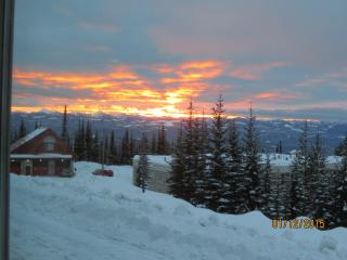 BIG WHITE SKI IN/OUT Condo with VIEW - Big White vacation rentals