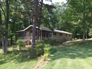 Cozy 3 bedroom Cottage in Charlotte - Charlotte vacation rentals
