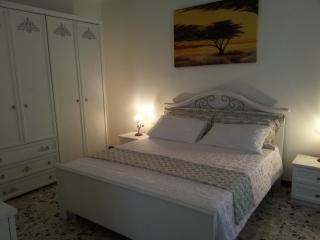 casa stella - la maison rouge - San Michele Salentino vacation rentals