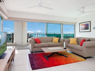 Beachlife Sea Breeze - Stunning Harbour Views 3BRM + Study - Darwin vacation rentals